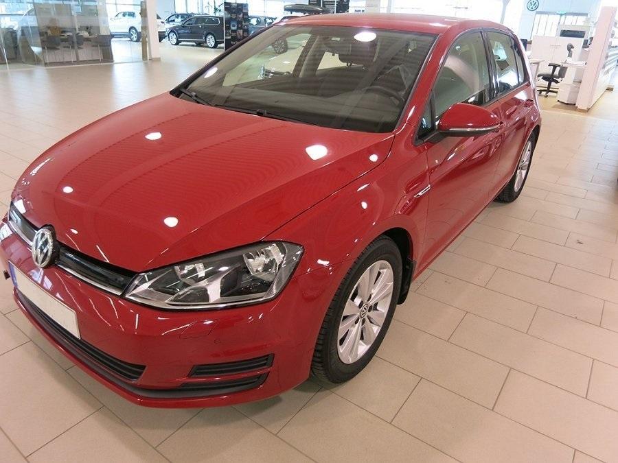 Röd Volkswagen Golf