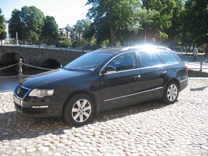 Svart Volkswagen Passat