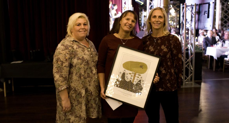 Föreningen Trädet tog emot pris för sin verksamhet på ÖBO-galan 2018.
